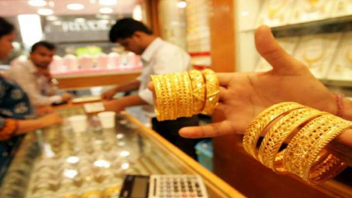 Gold down Rs 196 amid weak global trend- India TV Paisa