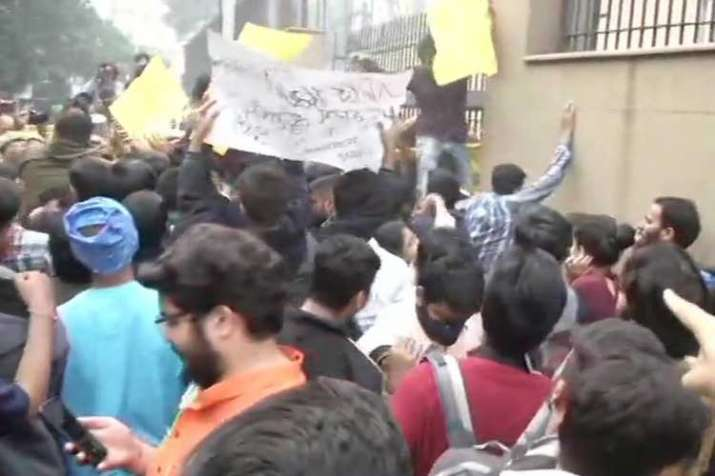 ABVP holds protest outside UGC against fee hike- India TV
