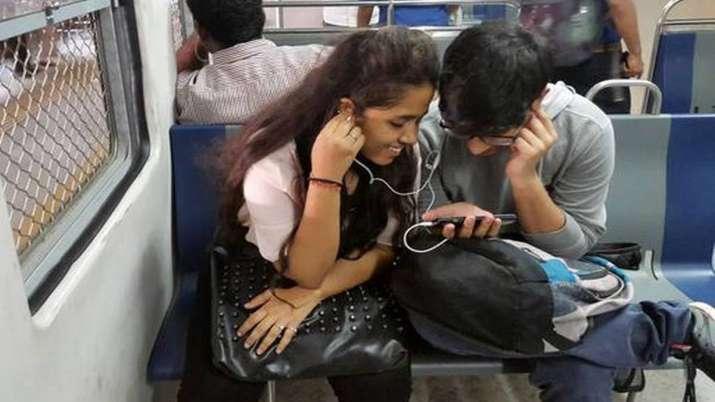 Voda Idea, Airtel lose over 49 lakh users in Sep; Jio and BSNL gain- India TV Paisa