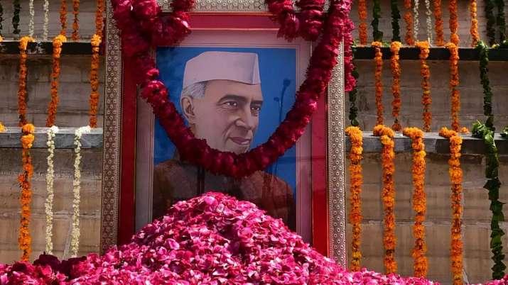 देश मना रहा जवाहर लाल नेहरू की 130वीं जयंती, मुखर्जी, मनमोहन और सोनिया ने दी श्रद्धांजलि- India TV