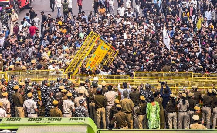 Jawaharlal Nehru University students clash with police...- India TV