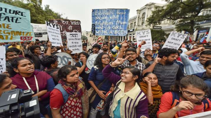 JNU students demonstrated in front of HRD minister- India TV
