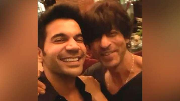 Rajkummar Rao fanboy moment with SRK- India TV