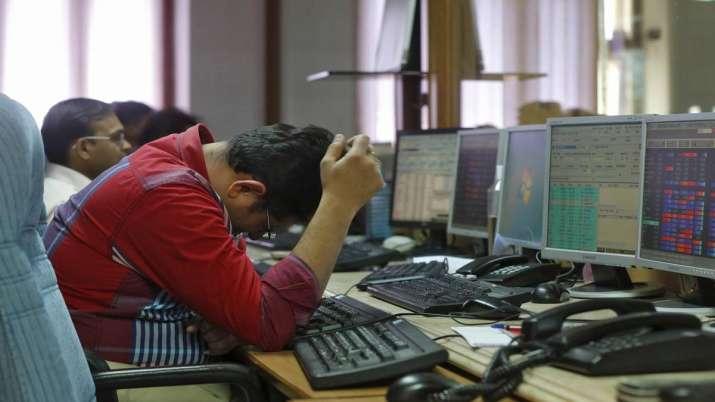Sensex tumbles 229 pts as weak macro data, rupee woes weigh- India TV Paisa