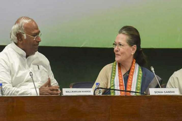 mallikarjun kharge and sonia gandhi- India TV