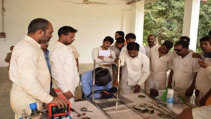 Stainless steel fabrication training program held for Varanasi Central Jail inmates- India TV Paisa
