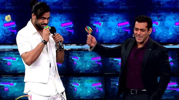 Bigg Boss 13 Weekend Ka Vaar: Vishal Aditya Singh with Salman Khan- India TV