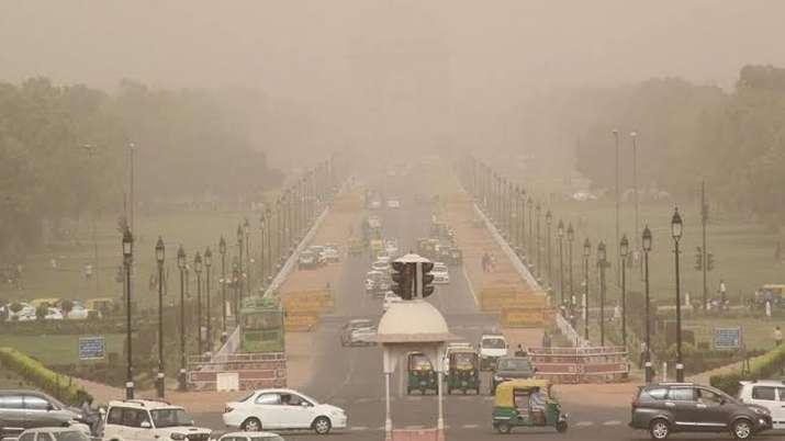 दिल्ली में मौसम सर्द, वायु गुणवत्ता 'बेहद खराब' श्रेणी में - India TV