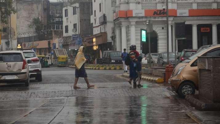 उत्तर भारत में बर्फबारी के बाद बढ़ी ठंड, दिल्ली में भी हुई बारिश- India TV