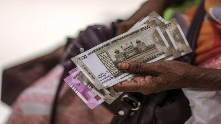 Rupee rises 12 paise to 1-month high of 70.92 against US dollar- India TV Paisa