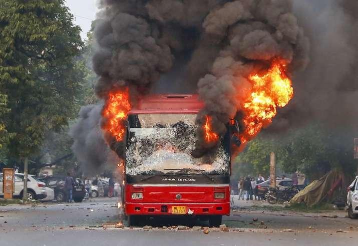 Jamia Bus Burnt- India TV