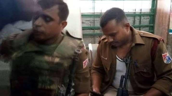 झारखंड चुनाव: मतदान के दौरान गुमला में गोलीबारी, ग्रामीण की मौत - India TV
