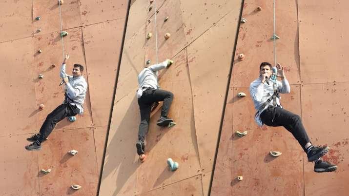 40 फीट ऊंची रॉक...- India TV