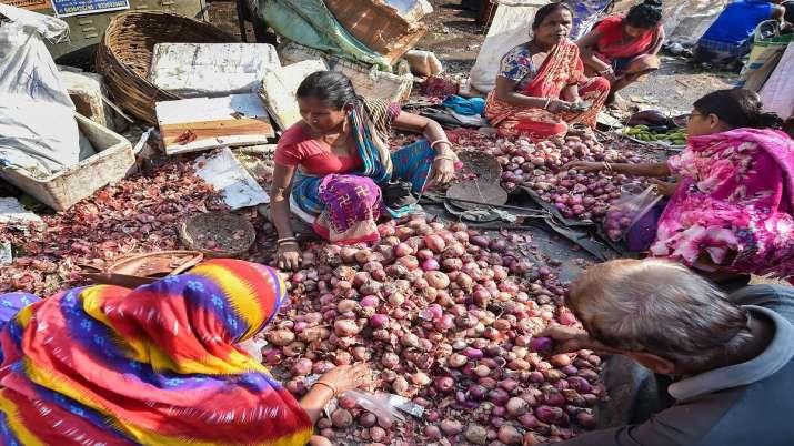 Onion prices soar in India - India TV Paisa