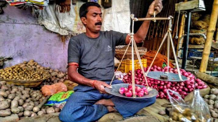 Govt further caps stock limit on onion retailers to 2 tons to check hoarding- India TV Paisa