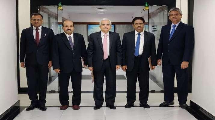 RBI keeps repo rate unchanged at 5.15 per cent हालांकि रिजर्व बैंक ने चालू वित्त वर्ष के लिए जीडीपी- India TV Paisa