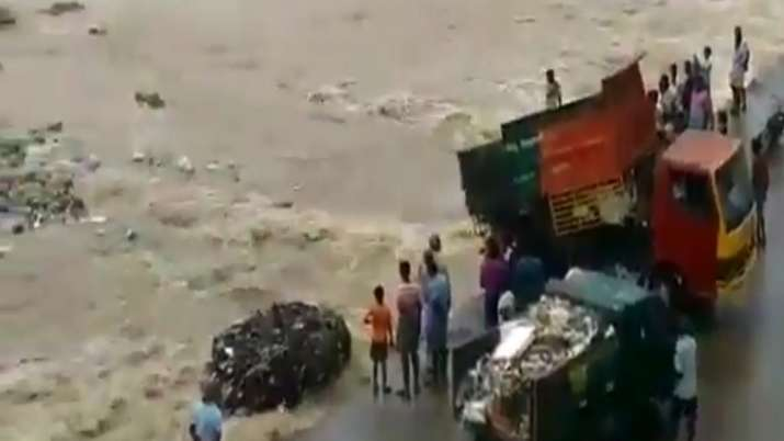 Truck Garbage River- India TV
