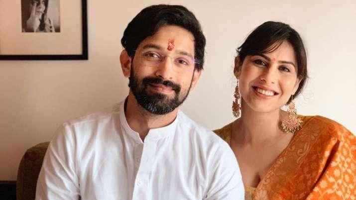विक्रांत मेस्सी ने गर्लफ्रेंड से की सगाई- India TV
