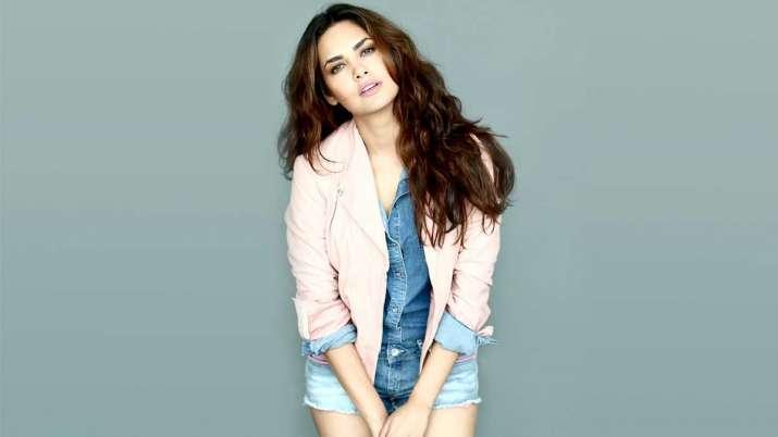 ईशा गुप्ता खुद बनाती...- India TV