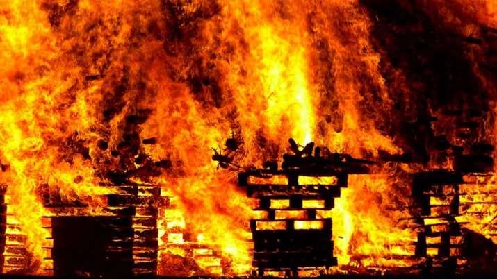 Delhi Fire, Delhi Peeragarhi Fire, Delhi Peeragarhi Battery Factory Fire, Delhi Peeragarhi Factory, - India TV