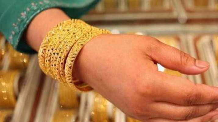 Gold rises Rs 63 on weak rupee, global cues- India TV Paisa