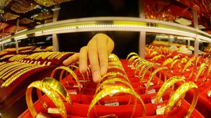 Gold prices fall Rs 420 on stronger rupee- India TV Paisa