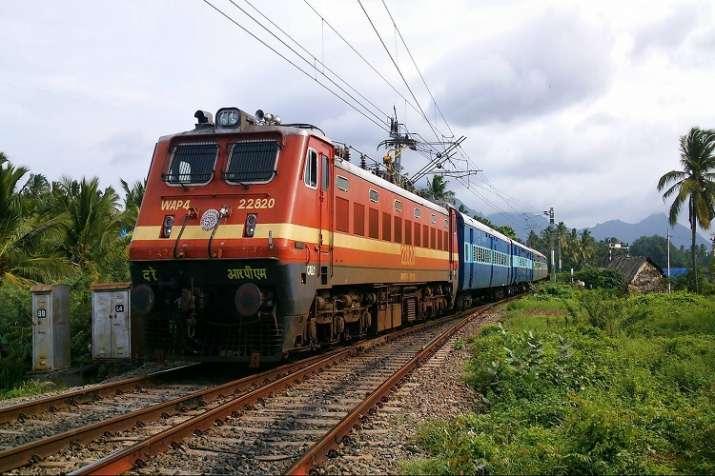 Indian railway, train late- India TV Paisa