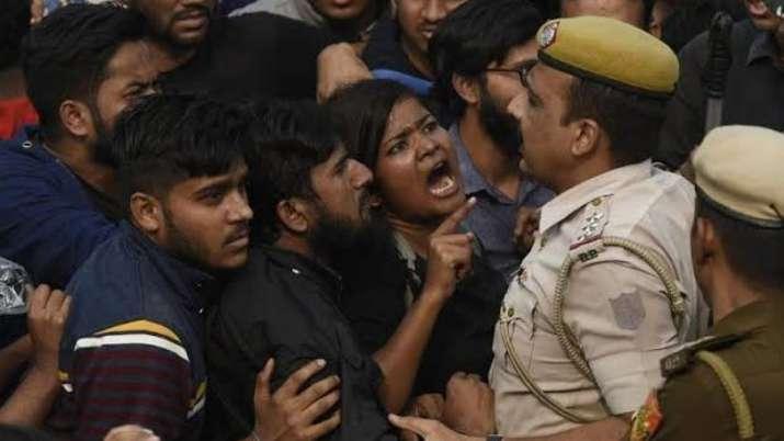 'फ्रेंड्स ऑफ आरएसएस' और 'यूनिटी अगेंस्ट लेफ्ट' व्हाट्सएप ग्रुप के फोन जब्त करने के आदेश- India TV