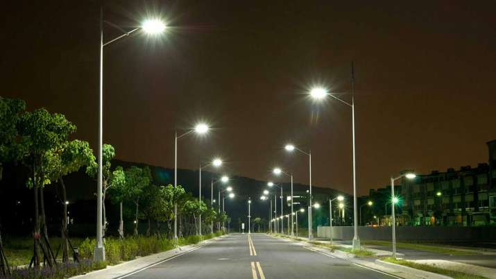 EESL installs over 1.03 cr smart LED street lights in country so far- India TV Paisa