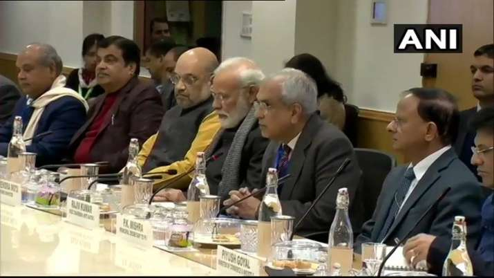 PM meets economists, experts at Niti Aayog - India TV Paisa