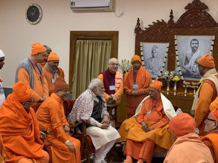 बेलूर मठ पहुंचे...- India TV
