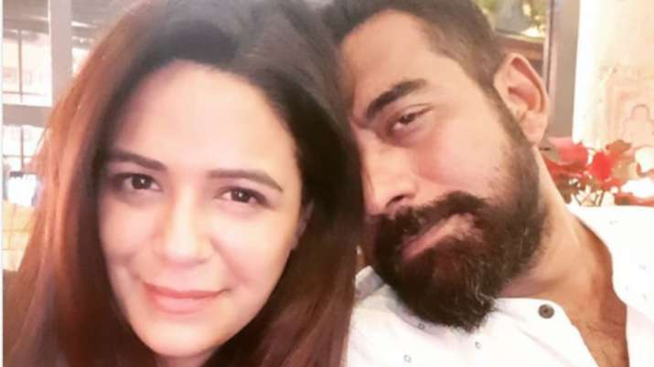 mona singh picture with husband- India TV