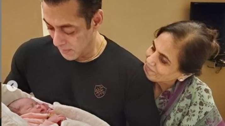 salman khan picture with aayat- India TV