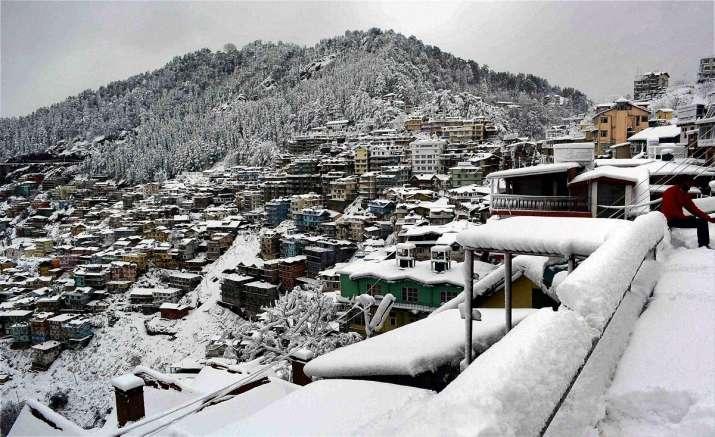 बारिश के साथ एक बार फिर दस्तक देगी हाड़ कंपाने वाली सर्दी; पहाड़ पर बर्फ, दिल्ली में ठिठुरन- India TV