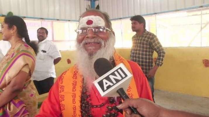Beggar yadi reddy, Donates, Vijaywada, Sai Baba Temple, Beggar donates money- India TV
