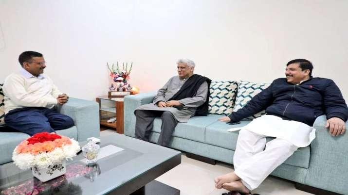 Javed Akhtar visits Arvind Kejriwal at hi residence in Delhi- India TV