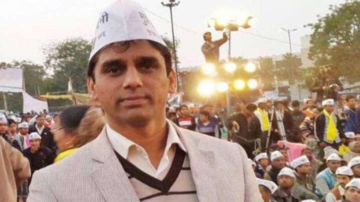 आप विधायक नरेश यादव के काफिले पर जानलेवा हमला, कार्यकर्ता की मौत- India TV