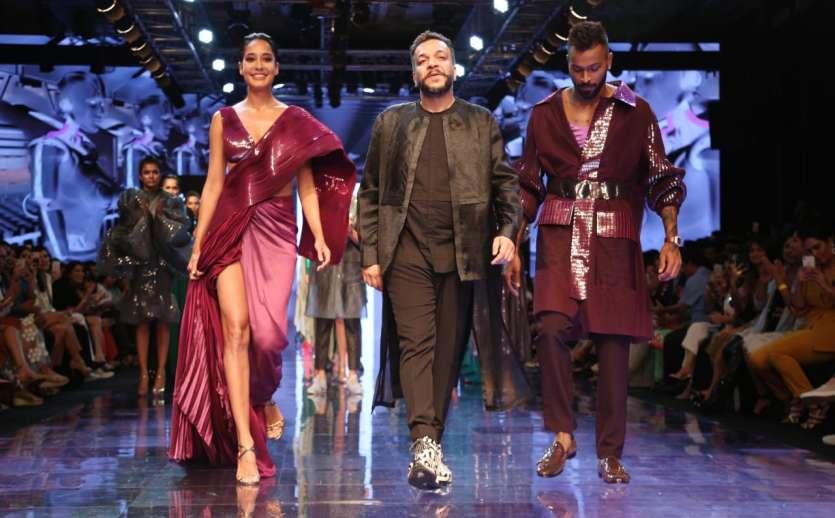 Image result for Lakme Fashion Week में रैंप पर उतरे हार्दिक और क्रुणाल पंड्या