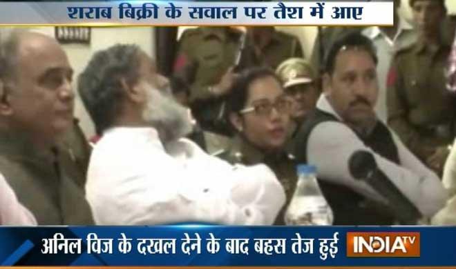 मीटिंग में महिला SP और...- Khabar IndiaTV