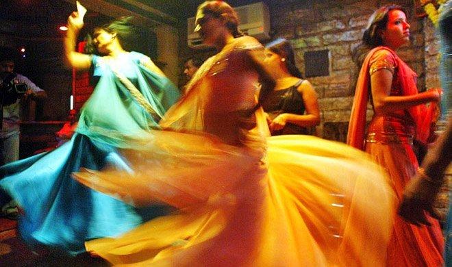 'डांस बारों को 2...- Khabar IndiaTV